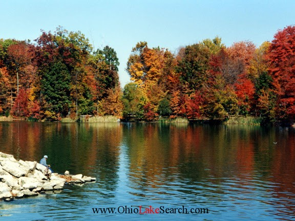 Lake Waynoka Ohio in Fall